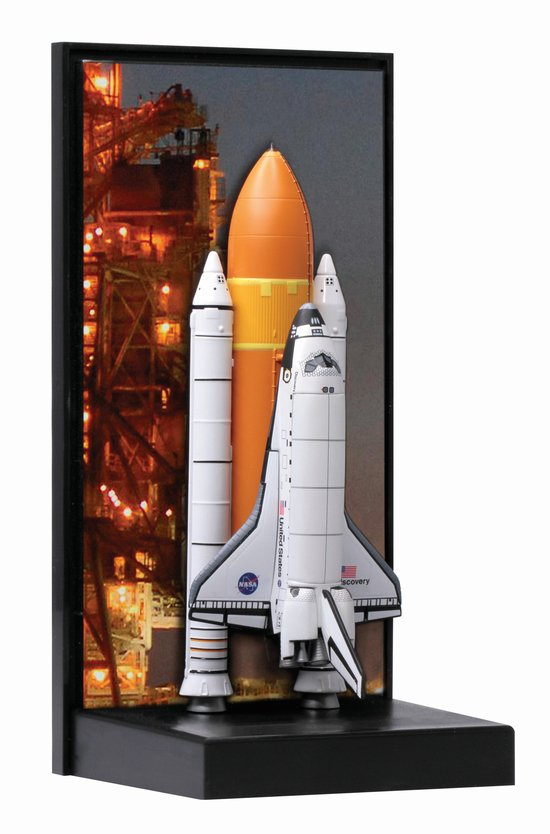 Dragon 500756373  1400 Space Shuttle Discovery wSRB